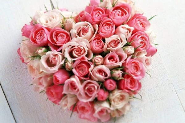 Attractive-heart-made-of-beautiful-roses